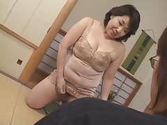Older japanese mommy want cumm!!