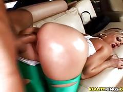 Jasmine gets the vaginal service