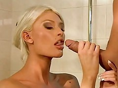 Amazing blondie masturbating and getting fucked