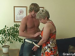 Old housewife gets nailed by an young stranger